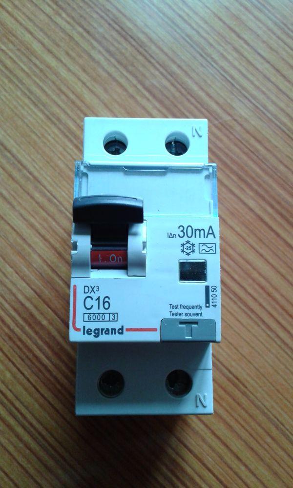 Interrupteur differentiel LEGRAND DX3 1P+N 230V 16A - 30mA 90 Houdan (78)
