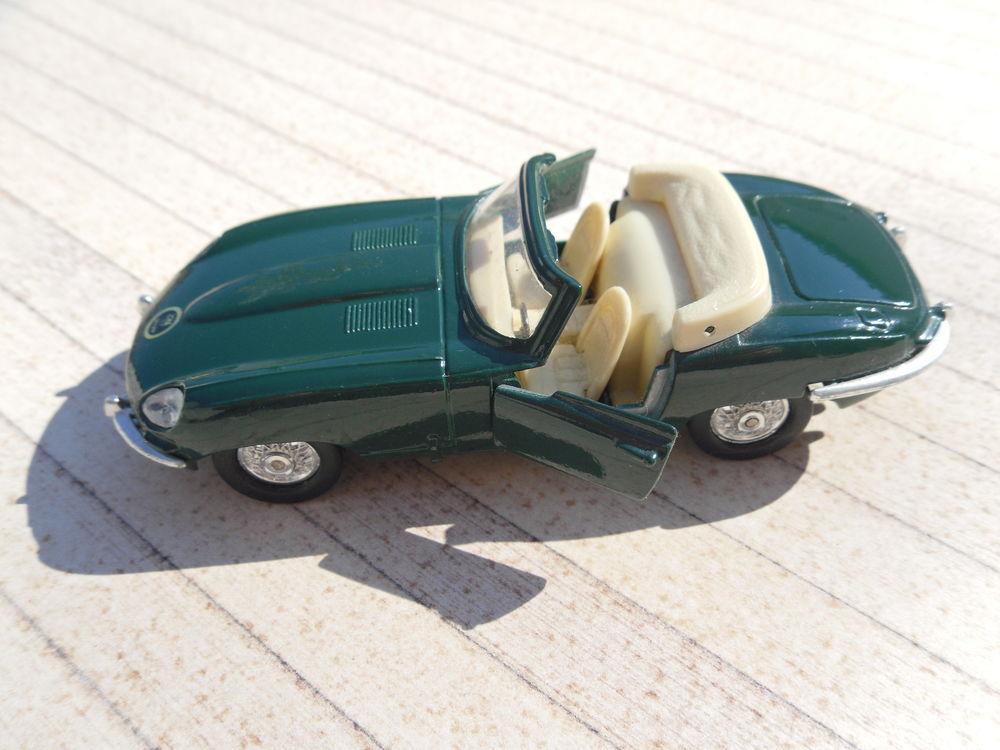 Jaguar Cabriolet Vintage, Métal, 12 cm, Etat Neuf 13 Neuville-de-Poitou (86)