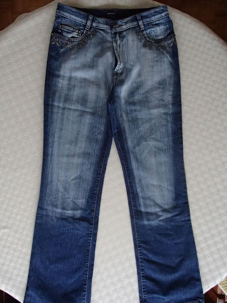 Jean couleur bleu  10 Mantes-la-Ville (78)