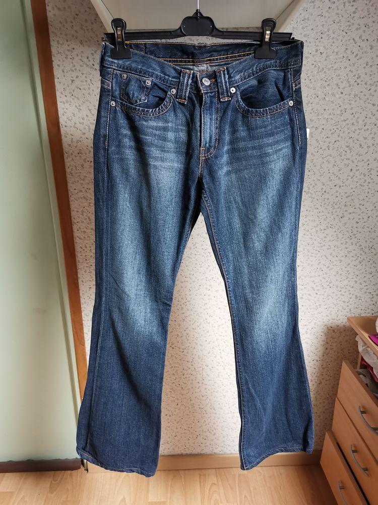 Jean lévi's 247, brut délavé, 28X32, taille 38, peu porté 20 Villemomble (93)