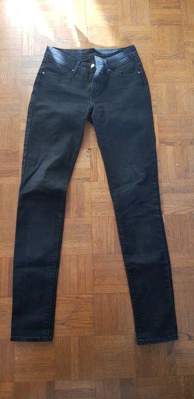 Jean levis demi curve 26 skinny noir jamais porté 30 Lille (59)