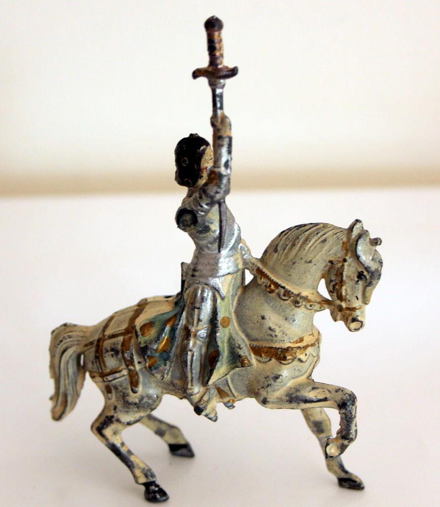 Jeanne d'Arc à cheval plomb creux JSF 1930 80 Issy-les-Moulineaux (92)