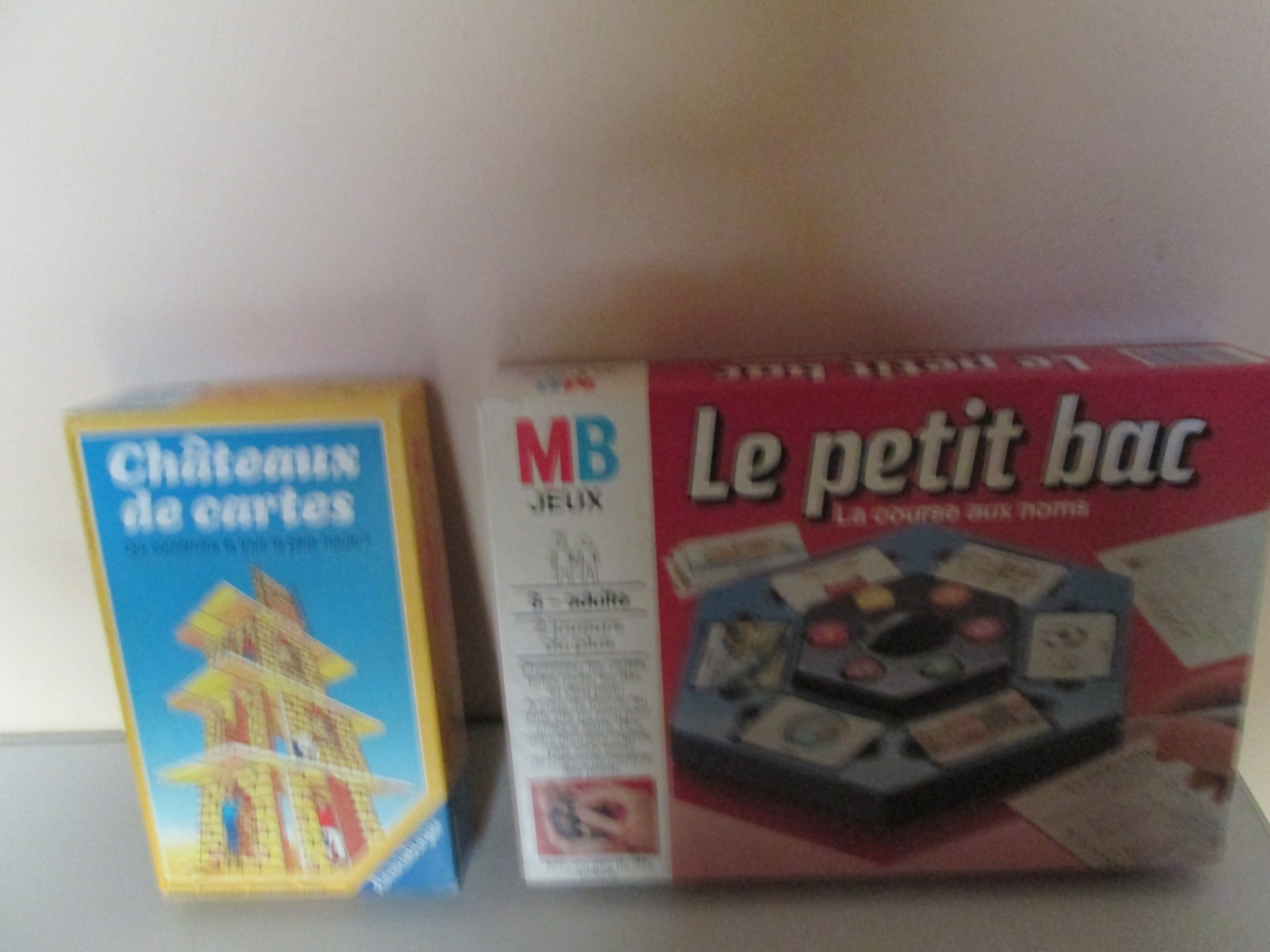 JEUX  CHATEAU DE CARTES   et    LE PETIT BAC 3 Marseille 9 (13)