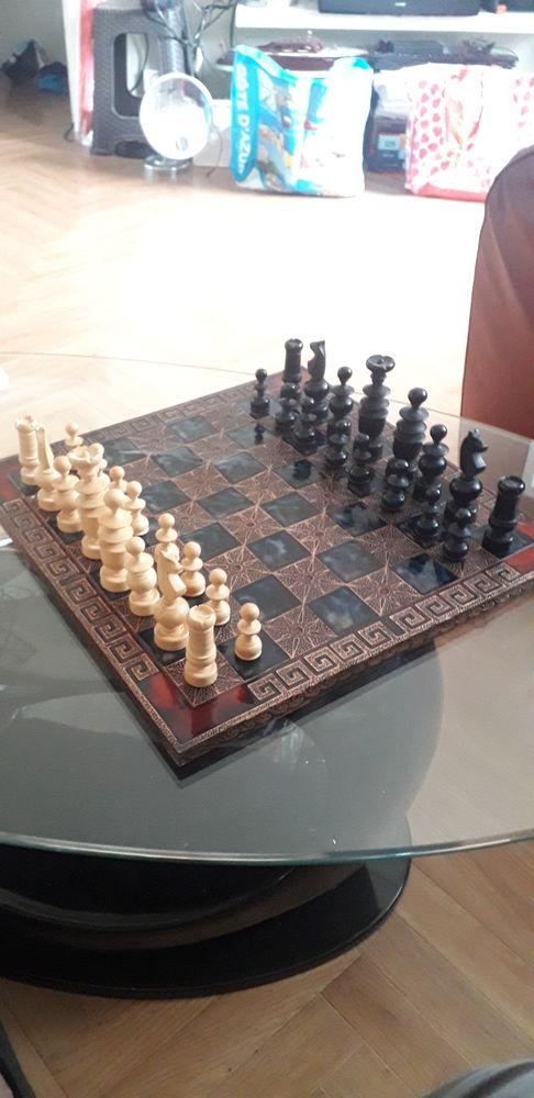 Jeux d'échecs en cuivre sculptée  85 Marseille 15 (13)