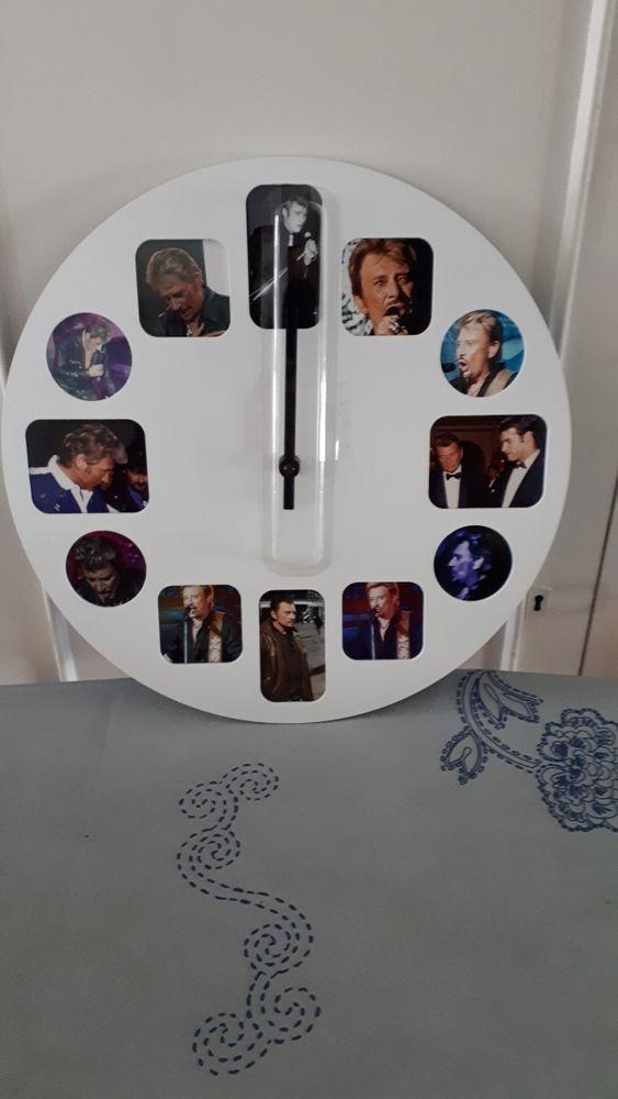 JOHNNY HALLYDAY  - Rare belle horloge 50 Villemomble (93)