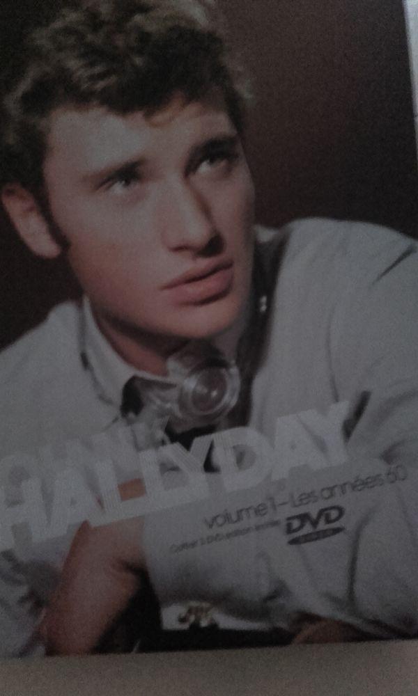 DVD Johnny Hallyday 45 Châteaubernard (16)