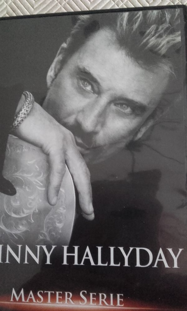 DVD Johnny Hallyday 15 Châteaubernard (16)