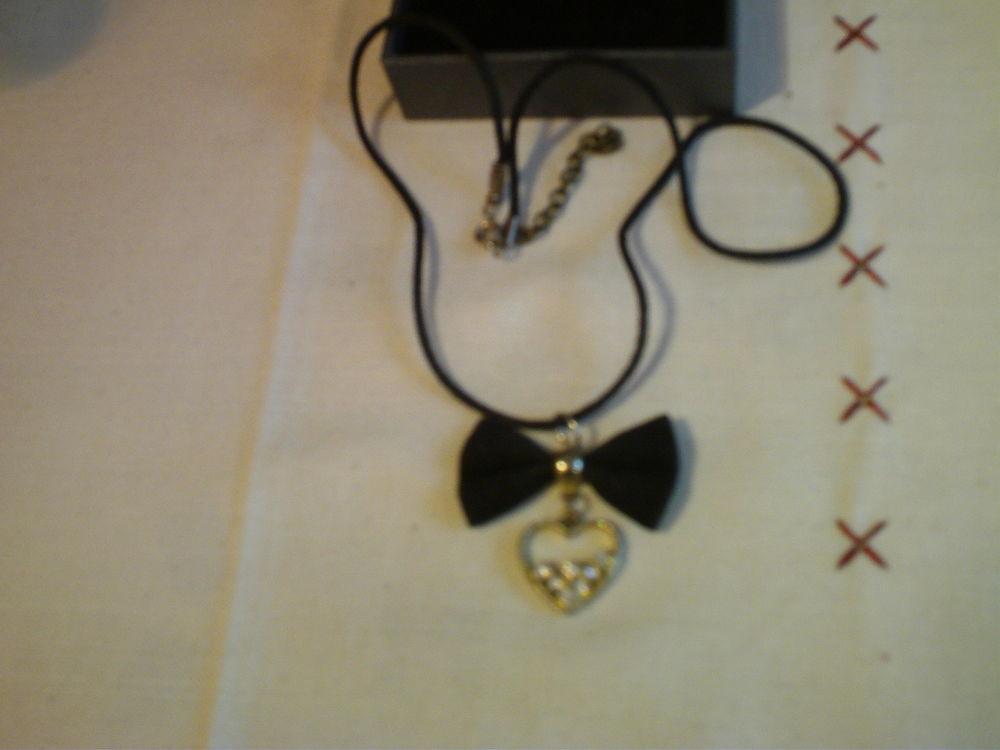 Joli collier velours + c?ur pierre N° 551 10 Bragny-sur-Saône (71)