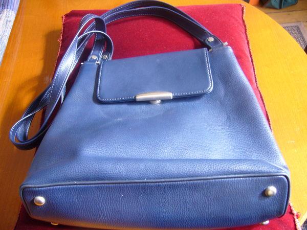 joli sac cuir bleu de marque 15 Paris 18 (75)