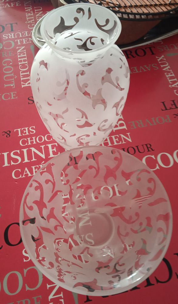 Joli vase en verre avec un plat qui l'accompagne 10 La Ciotat (13)