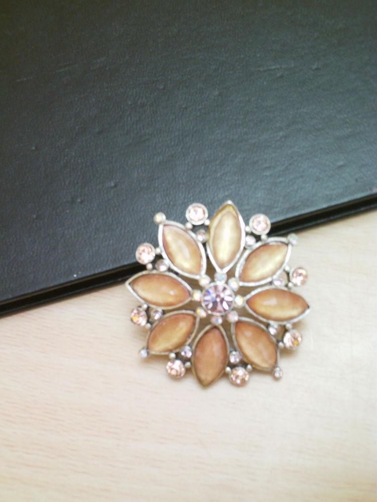 Jolie broche fleur  A & C et stress N° 997 15 Bragny-sur-Saône (71)