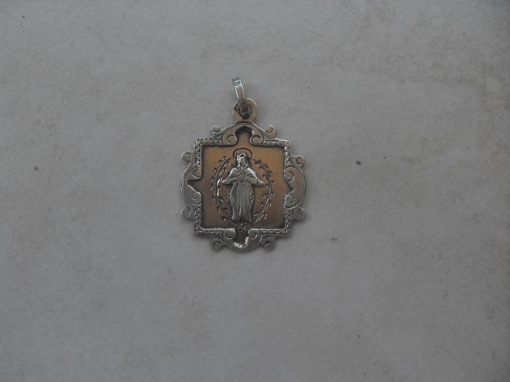 Jolie médaille religieuse  14 Saint-Germain-au-Mont-d'Or (69)