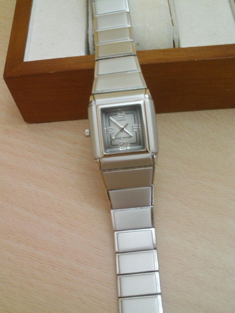 Jolie montre bracelet Silcon gravée collection N° 968 18 Bragny-sur-Saône (71)