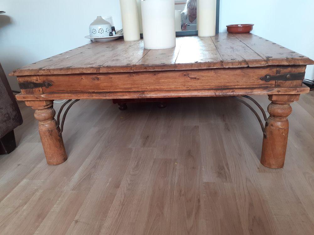 Jolie table basse carrée 125 Le Boulou (66)