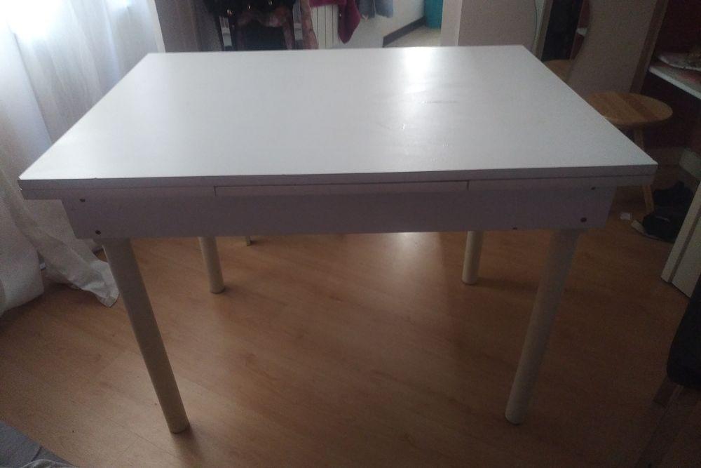 Jolie table blanche en bois avec des rallonges 30 Lyon 6 (69)