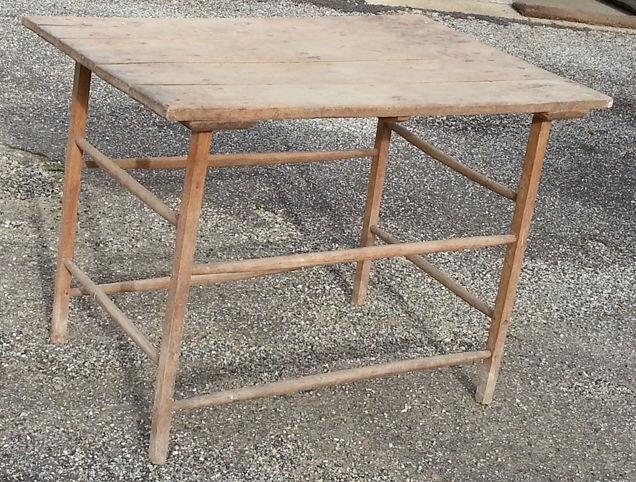 Jolie table bois d'artisan de style ancien 69 Saint-Clair-sur-Galaure (38)