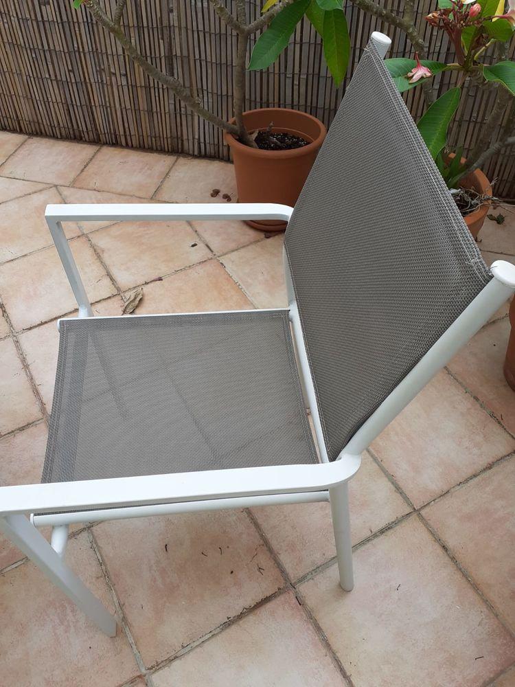 Jolie table de jardin gris (ronde) et 4 chaises 80 Nice (06)