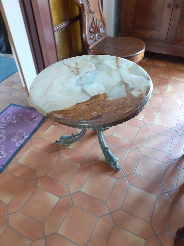 JOLIE TABLE RONDE DE SALON EN MARBRE DESSUS A REPOLIR  50 Levainville (28)