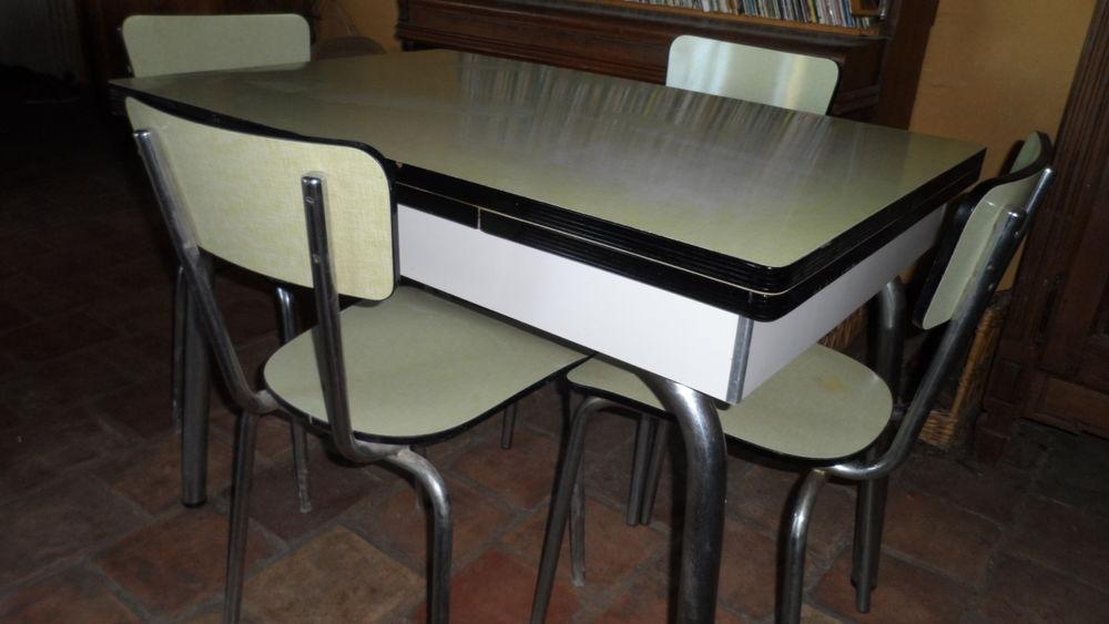 jolie table vintage  formica avec rallonges  et 4 chaises 150 Uchaux (84)