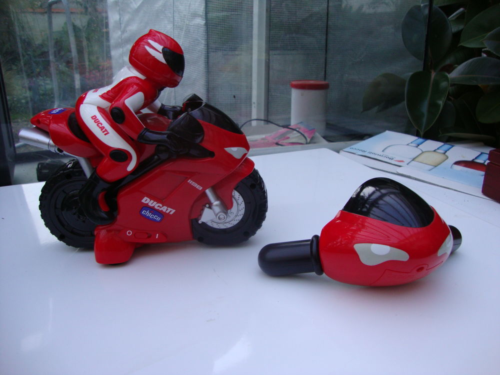 Jouet chicco Rc Ducati 1198 . Moto radiocommandée intuitive 20 Pranzac (16)