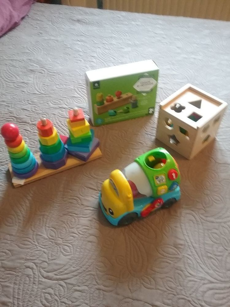 jouets d'éveil  40 Massieux (01)