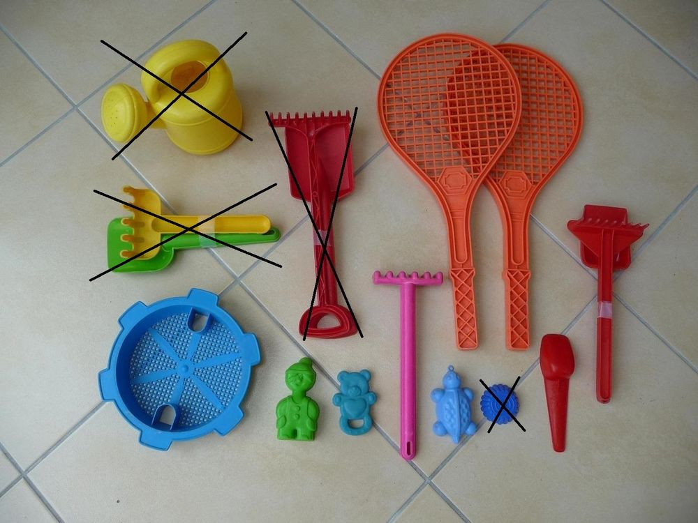 10 jouets en plastique pour le sable, la plage 10 Montigny-le-Bretonneux (78)