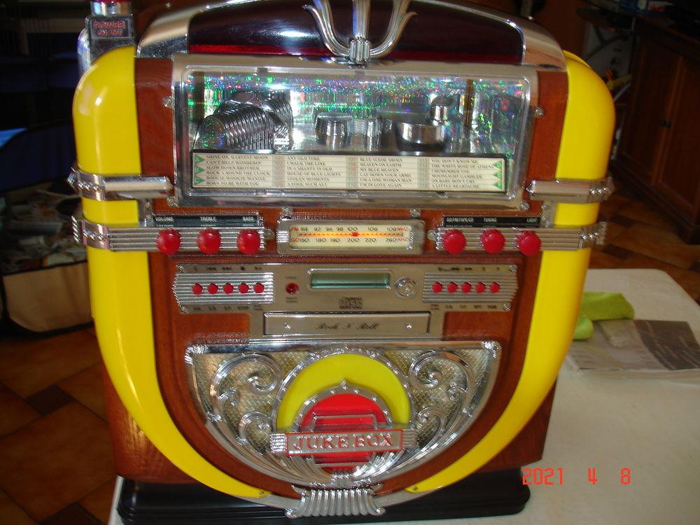 Juke-box  ancien 350 Saint-Denis-du-Pin (17)