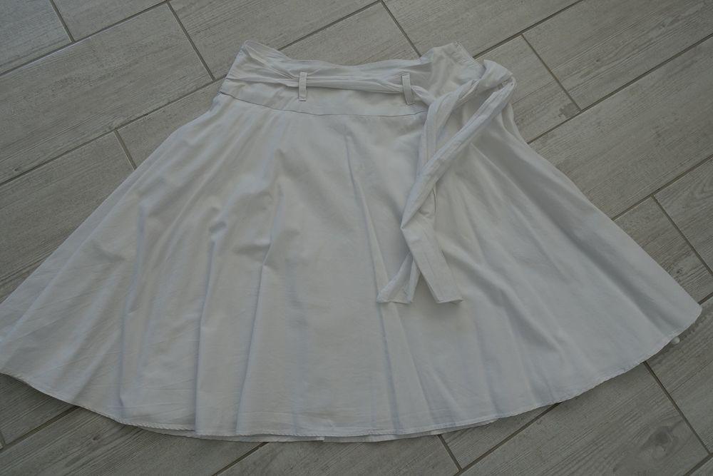 jupe blanche évasée taille 40 Vêtements