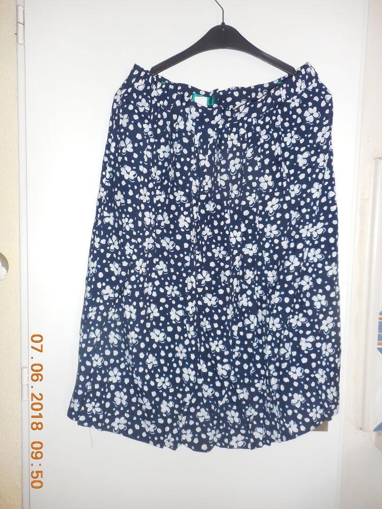 jupe bleu marine et blanche t 48  5 Sète (34)
