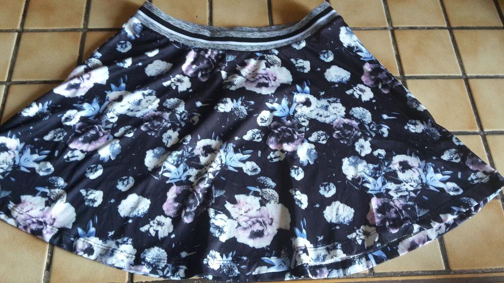 Jupe courte motif floral noir/bleu et rose pastel 15 Montpellier (34)
