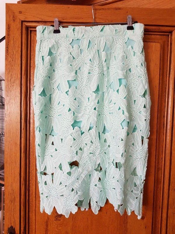 Jupe dentelle verte pâle neuf c est un short avec une jupe  8 Viriat (01)