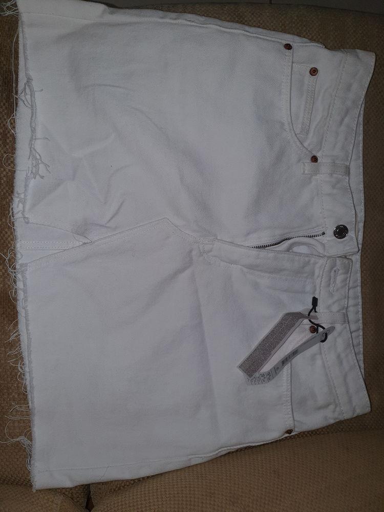 Jupe jeans blanche courte 13 Le François (97)