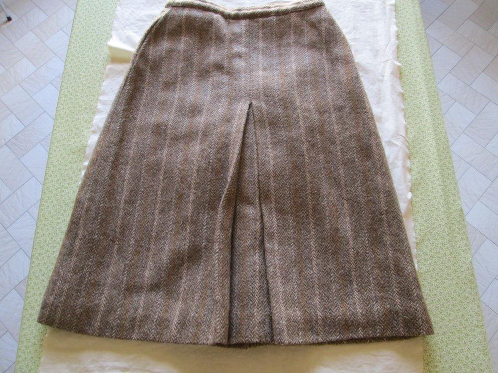 Jupe en laine femme en très bon état   25 Bourgoin-Jallieu (38)