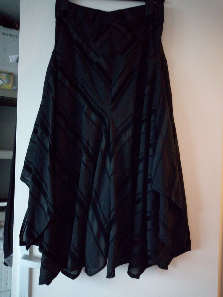 jupe noire habillée 8 Saint-Ouen-l'Aumône (95)