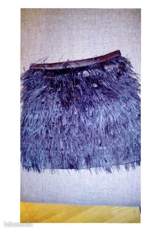 Jupe noire en plumes d'autruche 0 Poitiers (86)