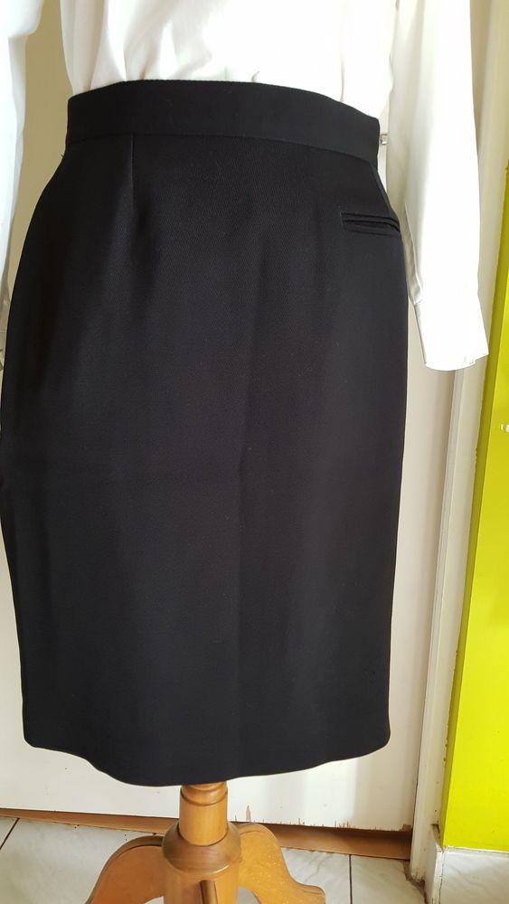 9265f8a2146bc0 Jupe noire taille 42/44 BRUCE & SCOTT