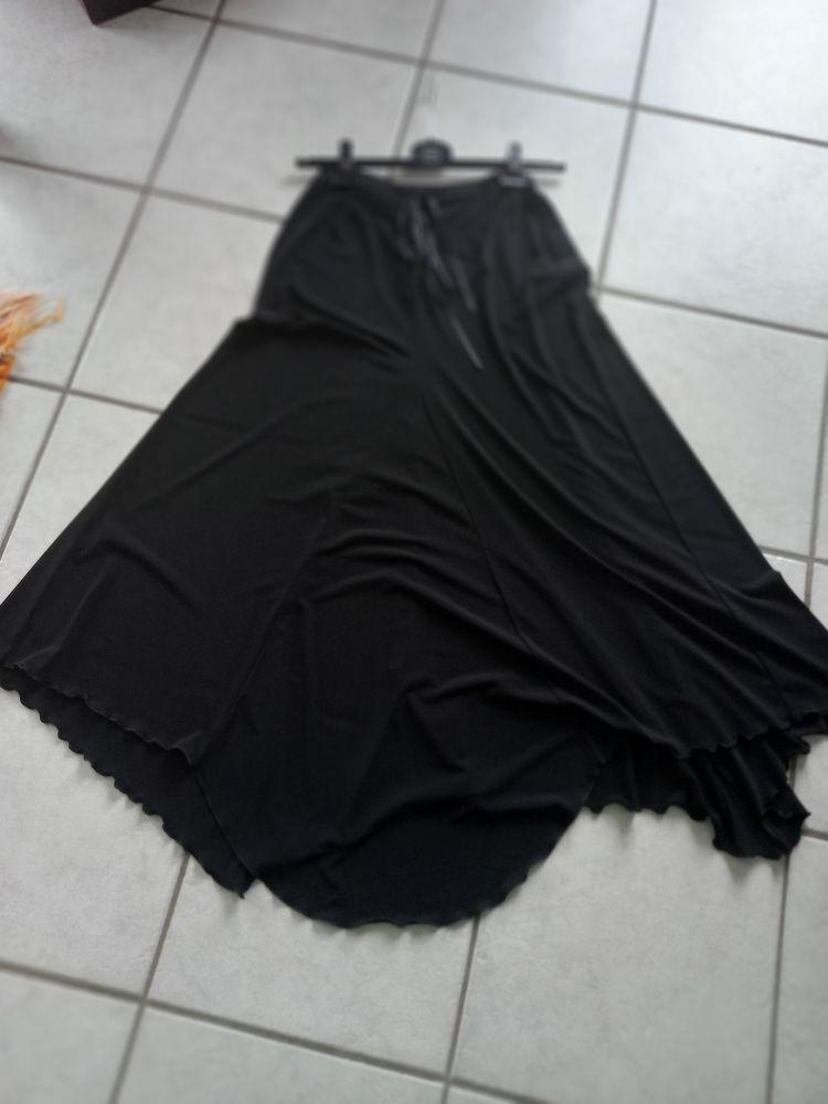 jupe noire taille  4 50 Saint-Étienne (42)