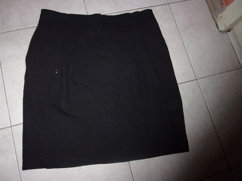 3 jupes taille 38 bon état 9 Annonay (07)