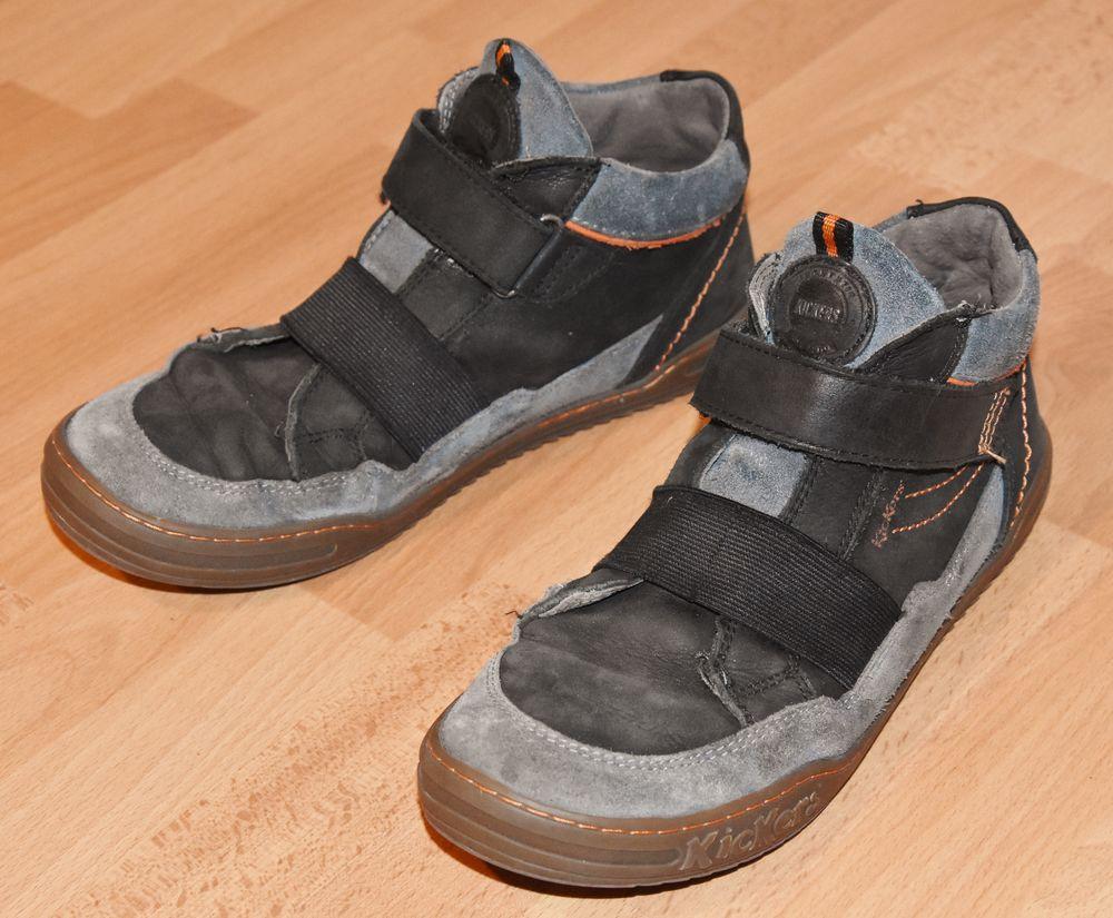 KICKERS.  Chaussures avec fermeture scratchs.  Pointure: 38 20 Gujan-Mestras (33)