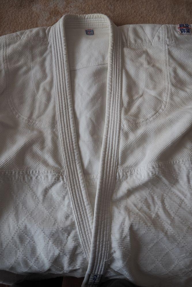 Kimono judo Noris SFJAM taille 180 35 Saint-Sixt (74)
