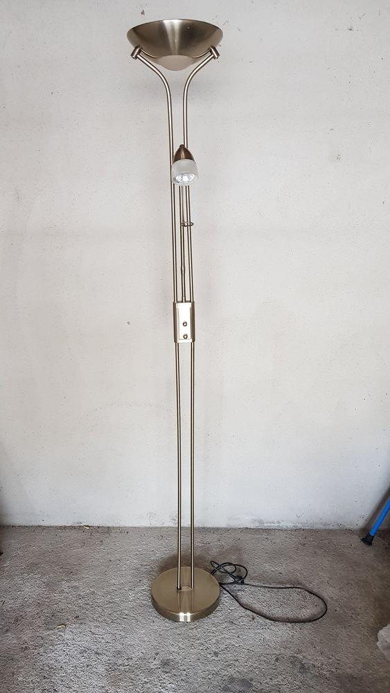 Lampadaire en acier avec bras de lecture   20 Faverges (74)