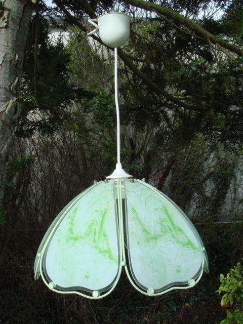 LAMPADAIRE DE COULEUR VERTE EN VERRE EN TRES BON ETAT. 5 Laon (02)