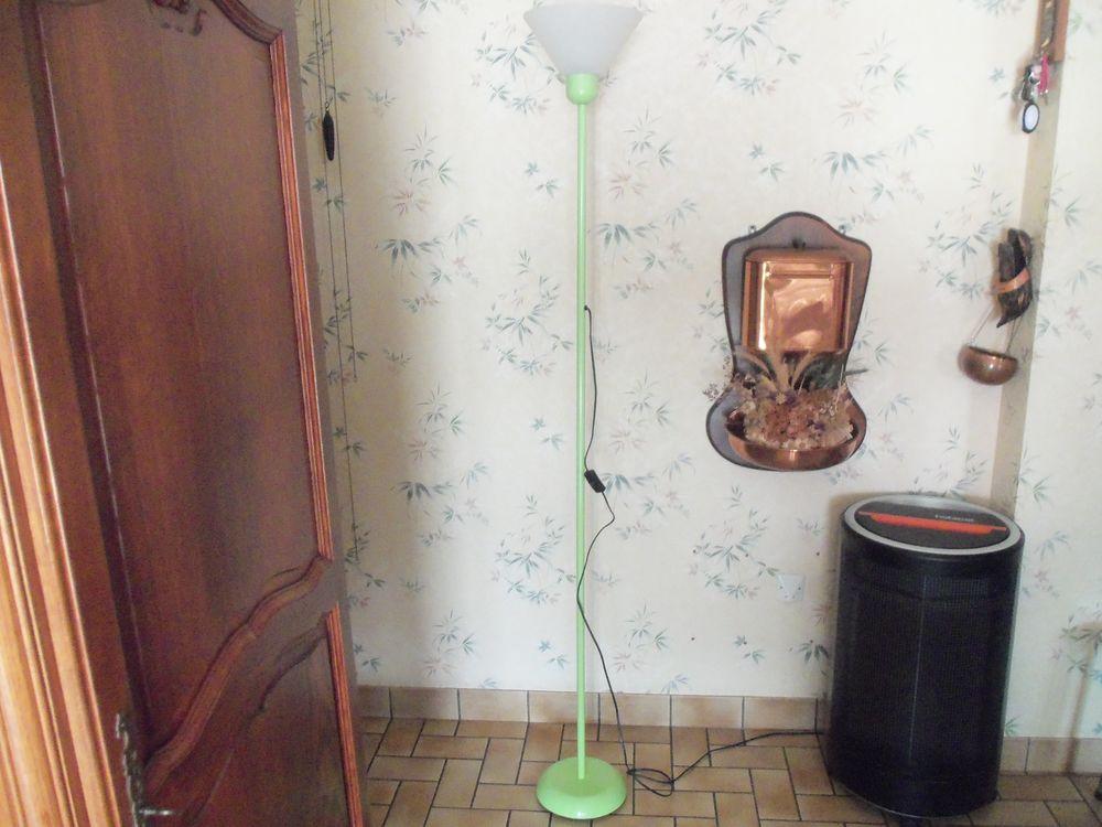 lampadaire métallique VERT POMME 12 Saint-Georges-de-Mons (63)