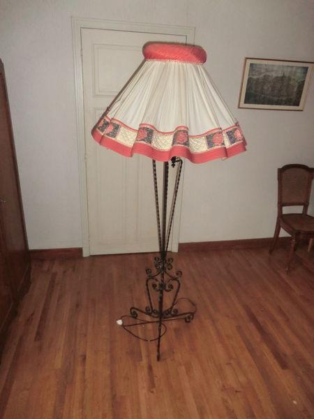 Achetez lampadaire et occasion annonce vente clairvaux for Porte revue fer forge