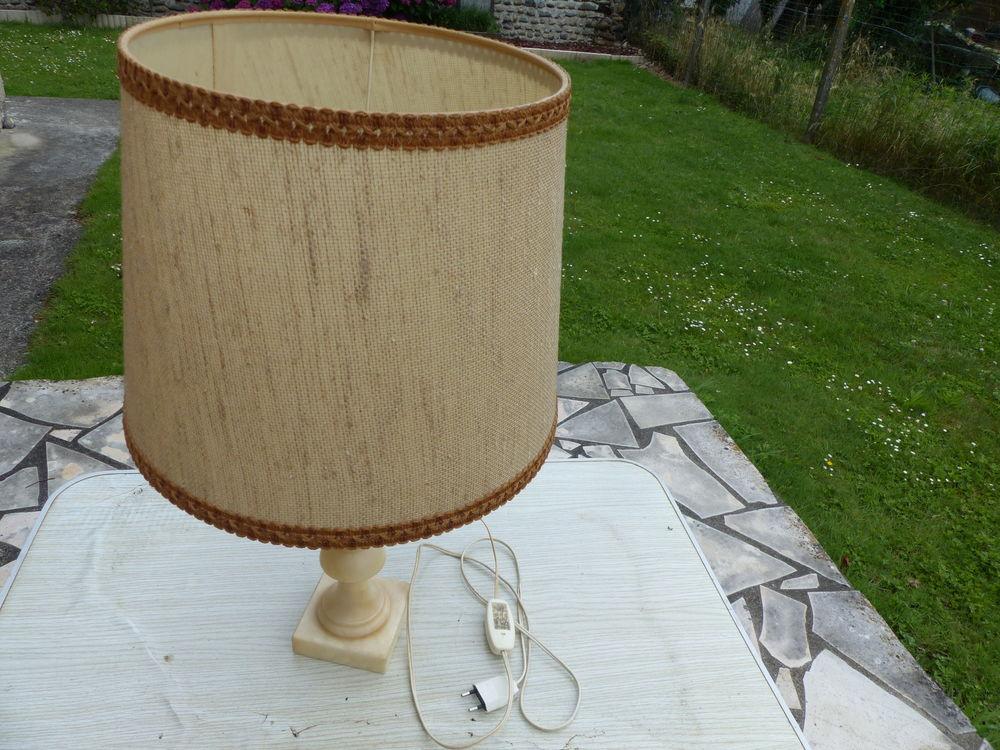 Lampe albâtre avec abat-jour 15 Bordes (64)