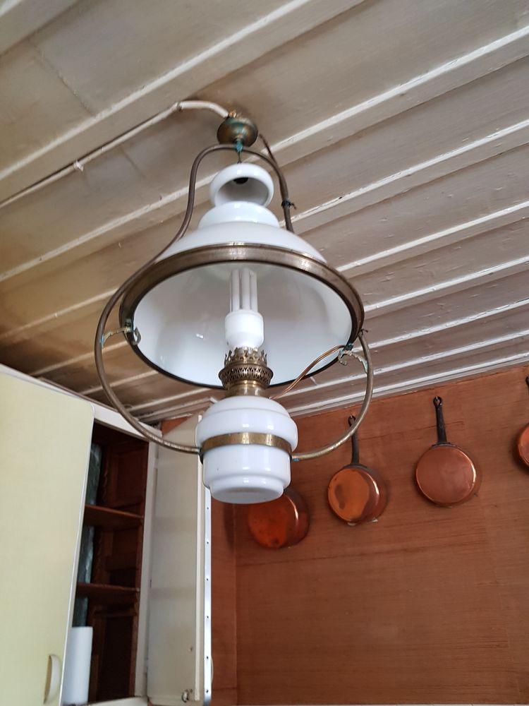 lampe ancienne suspendue  40 Grèzes (43)