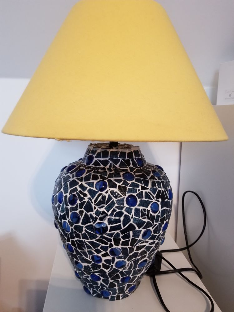 Lampe bleue en mosaïque 60 Ozouer-le-Voulgis (77)