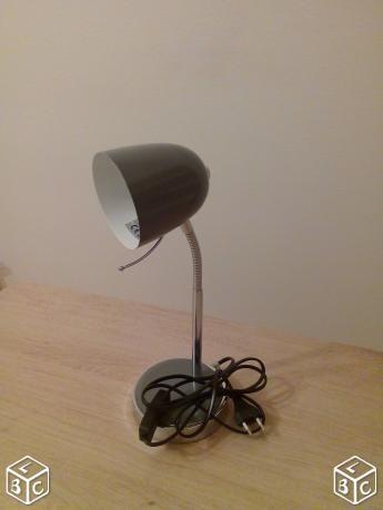 Lampe de bureau grise flexible en très bon état Meubles