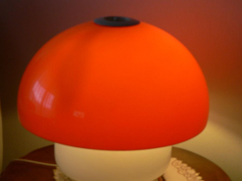 Lampe champignon des années  1960.en excellent etat . 170 Guilherand-Granges (07)