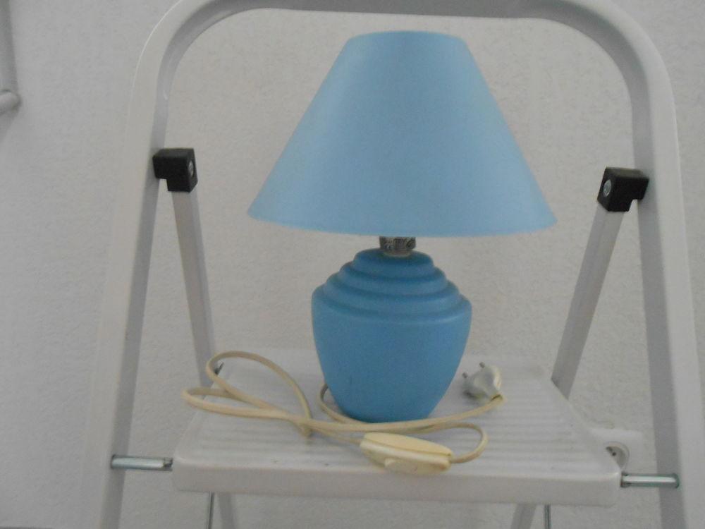LAMPE DE CHEVET BLEU AVEC AMPOULE 5 Sète (34)